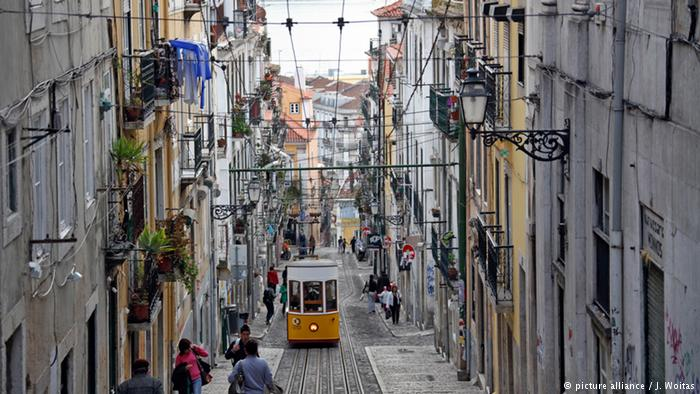 Portugal - Ascensor da Bica in Lissabon (picture alliance / J. Woitas)