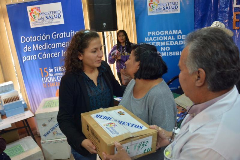 Resultado de imagen de Gobierno entrega lote de medicinas para niños con cáncer en Cochabamba