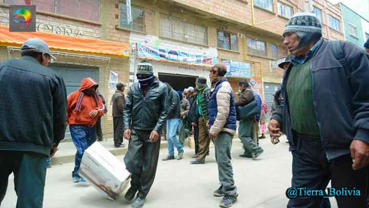 Resultado de imagen de municipios aledaños a Achacachi sufren falta de combustible y alza de precios