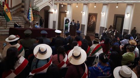 El presidente Evo Morales en acto de entrega de la personería jurídica a mujeres asambleístas. Foto: Vicepresidencia