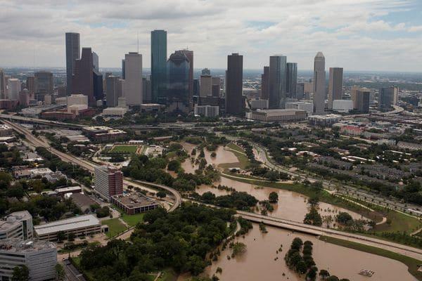 Houston permanecía bajo el agua este miércoles(REUTERS/Adrees Latif)