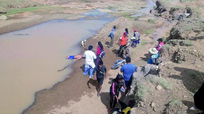 DOLOR. El cuerpo sin vida del joven fue hallado a orillas del río en el municipio de Yamparáez.