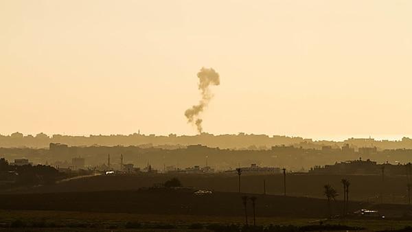 Humo en el norte de la Franja de Gaza tras los ataques aéreos del Ejército israelí (NurPhoto/Corbis via Getty Images)