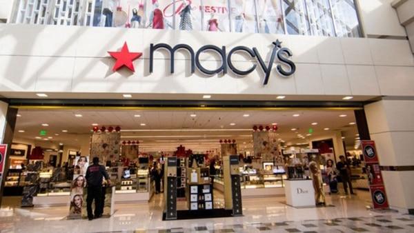 Macy's atraviesa desde hace tiempo una difícil situación económica por la competencia electrónica, ahora calcula que estos recortes se traduzcan en un ahorro anual de unos USD 300 millones