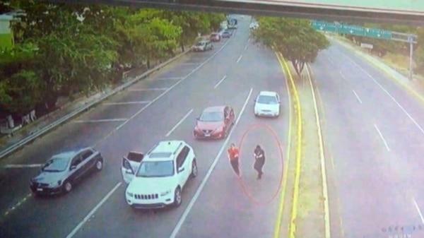 Dos sujetos armados se bajaron de una camioneta y dispararon contra Francisco Javier.