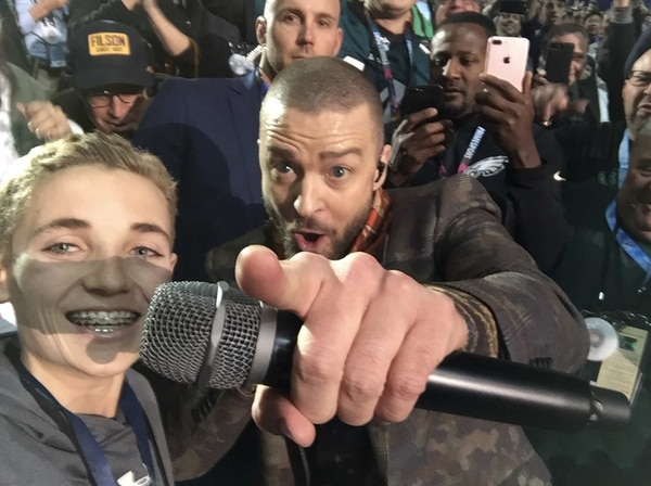 Así fue la selfie del joven estella del Super Bowl LII con Justin Timberlake