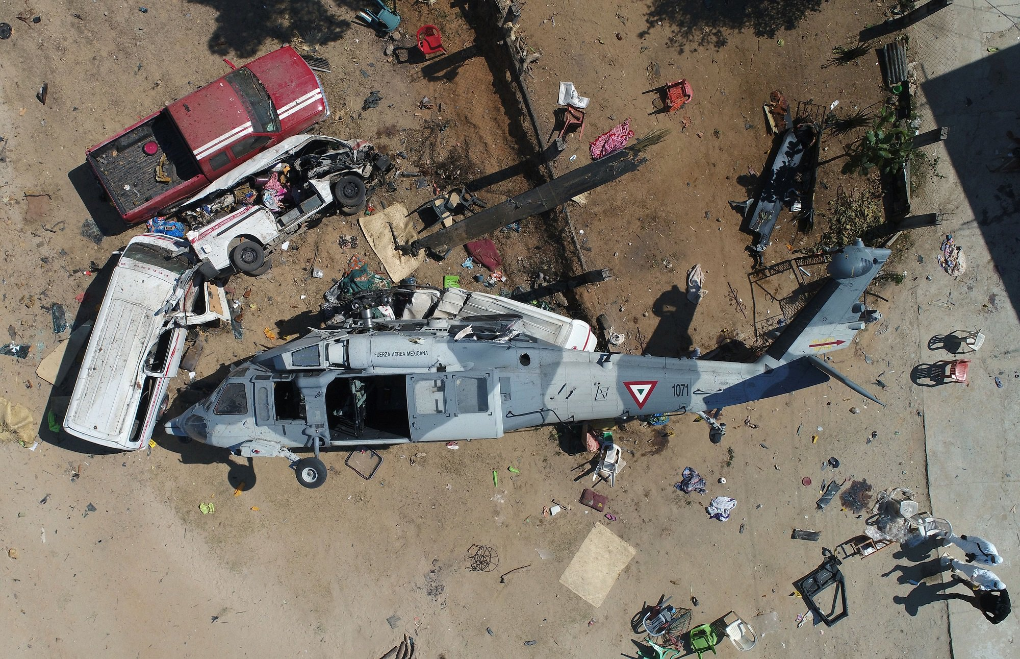 Aerial view of the military helicopter that fell on a van in Santiago Jamiltepec, Oaxaca state, Mexico, on February 17, 2018.  A 7.2-magnitude earthquake rattled Mexico on Friday, causing little damage but triggering a tragedy when a minister