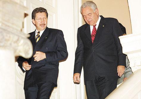 La Paz. Gonzalo Sánchez de Lozada junto a su ministro Carlos Sánchez Berzaín, en el Palacio de Gobierno, en 2003. Foto: Archivo La Razón