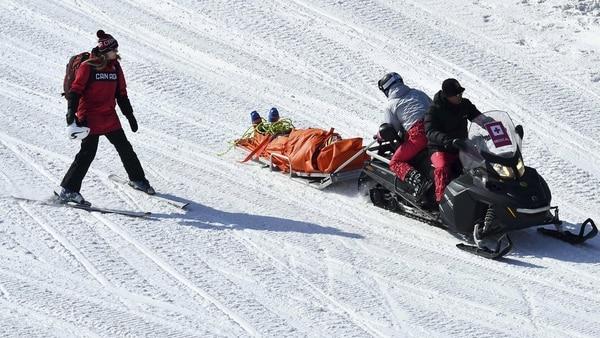 Así retiraron al canadiense Christopher Delbosco de la pista (Reuters)