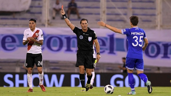 River sumó su sexta derrota consecutiva en condición de visitante ante Vélez (Télam)