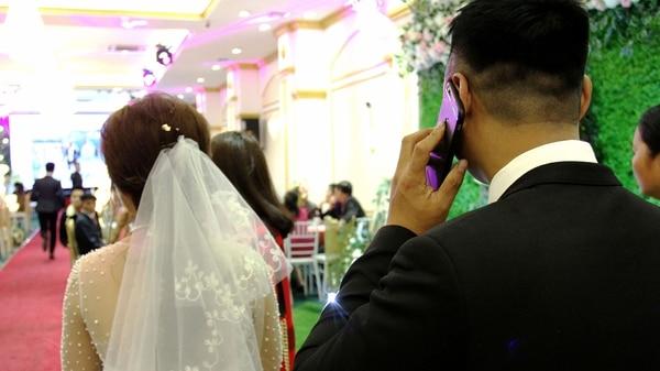 Este casamiento falso, con actor incluido para representar al novio, costó 1.400 dólares (AFP)