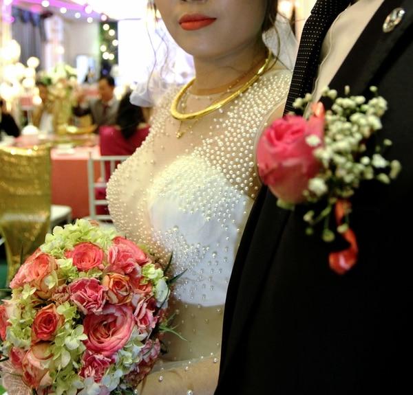 """Con estos engaños muchas madres solteras logran """"preservar su honor"""". Poco después de la ceremonia se divorciará del actor y dirá a sus familiares y amigos que fue abandonada (AFP)"""
