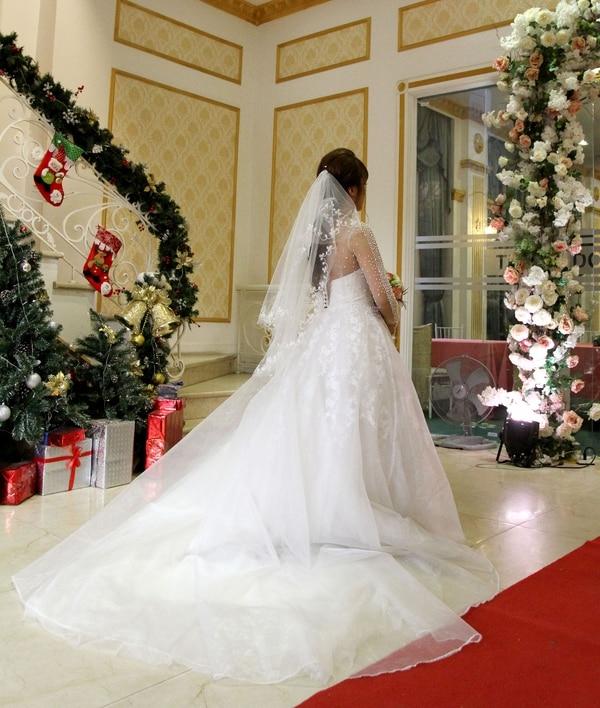 Las novias también pueden alquilar madres y tíos para llenar sus casamientos ficticios (AFP)