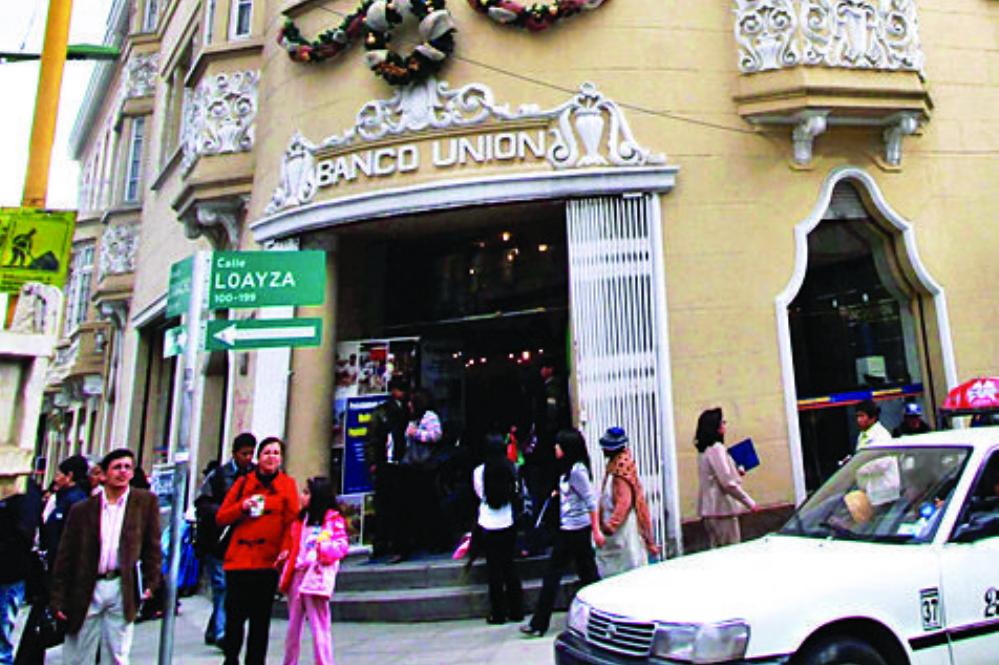 Caso Pari: Liberan con medidas sustitutivas a exsubgerenta del Banco Unión