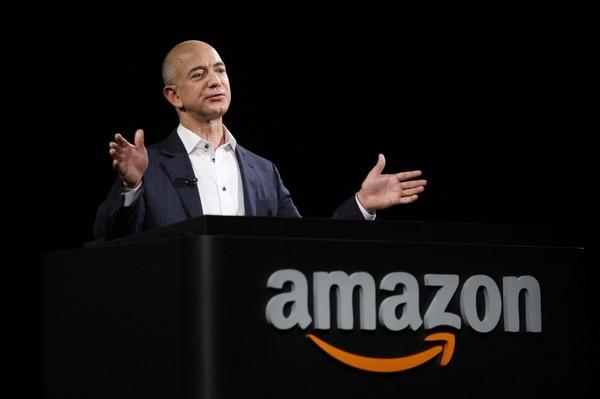 Jeff Bezos,dueño de Amazon yel hombre más rico del mundo, sigue leyendo los e-mails de los clientes.