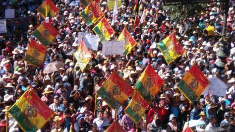 Una masiva movilización en Sucre reclama por Incahuasi este lunes 7 de mayo de 2018. Foto: APG