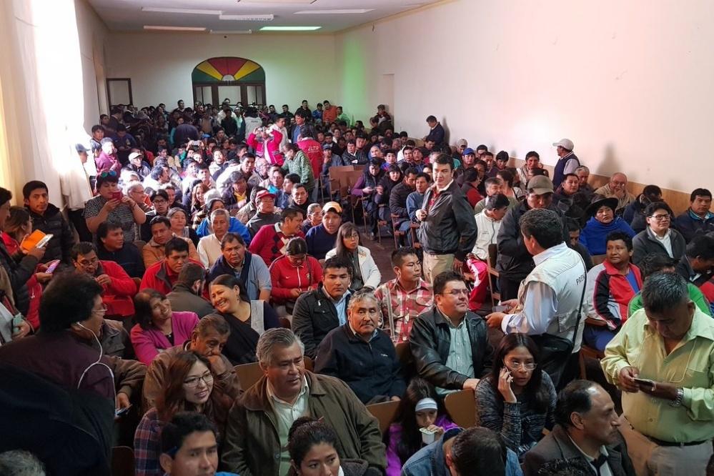 """Gritan """"traidor"""" a Urquizu en medio de la reunión chuquisaqueña por Incahuasi"""