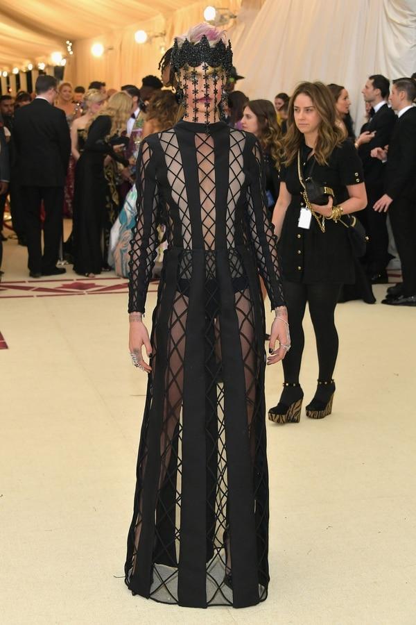 Cara Delevigne y sus transparencias durante la Met Gala de Nueva York