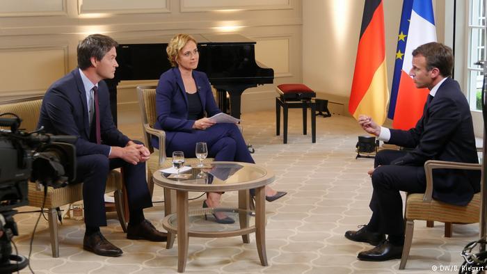 Karlspreis 2018 zu Aachen | Emmanuel Macron, Präsident Frankreich | DW-Interview (DW/B. Riegert)
