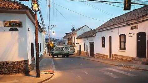 Una calle de la ciudad de Sucre amanece bloqueada este jueves 10 de mayo de 2018. Foto: Yuvert Donoso