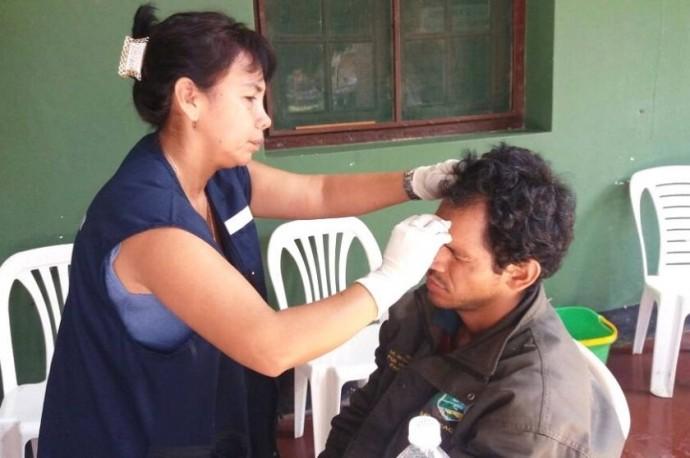 Uno de los aprehendidos recibe atención médica. Foto: Freddy Rivas