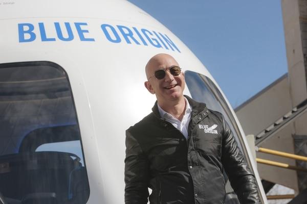 Jeff Bezos, director ejecutivo de Amazon.com y fundador de Blue Origin, sonríe durante la presentación del Blue Origin en Colorado Springs (Bloomberg / Matthew Staver)