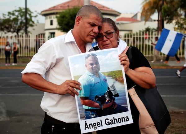 La madre y el hermano del periodista Ángel Gahona salieron a las calles de Managua. (REUTERS/Oswaldo Rivas)