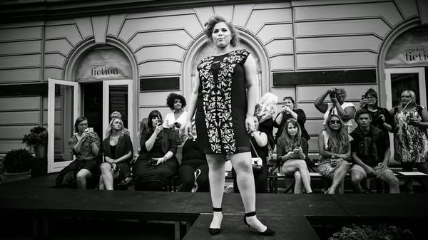 Modelando para la marca Carmakoma de Dinamarca en el Copenhagen Fashion Week.