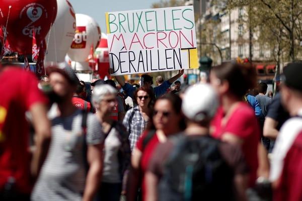 Macron enfrenta mucha resistencia sindical en la calle por sus reformas