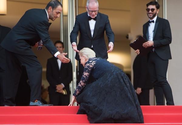 La caída de Helen Mirren en 2016 en Cannes (Getty Images)