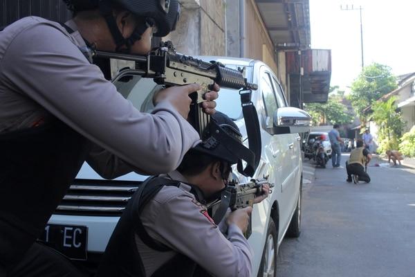 La policía apunta a un hombre que estaba siendo buscado tras el atentantado (Antara Foto/ Didik Suhartono / via REUTERS)