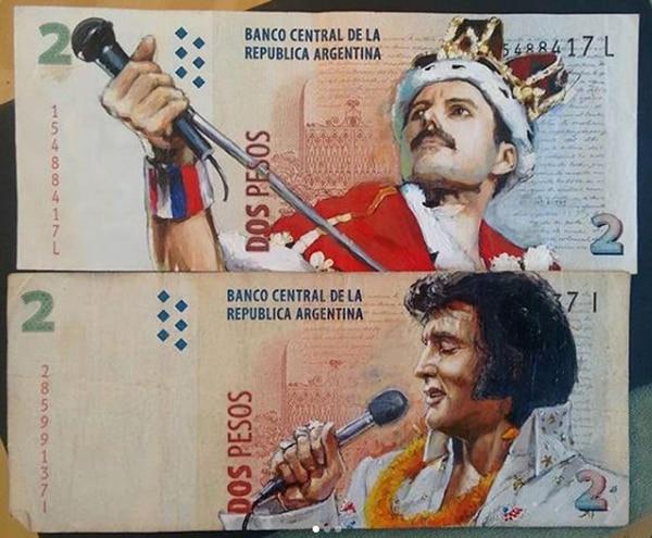 Freddie Mercury arriba, Elvis, abajo