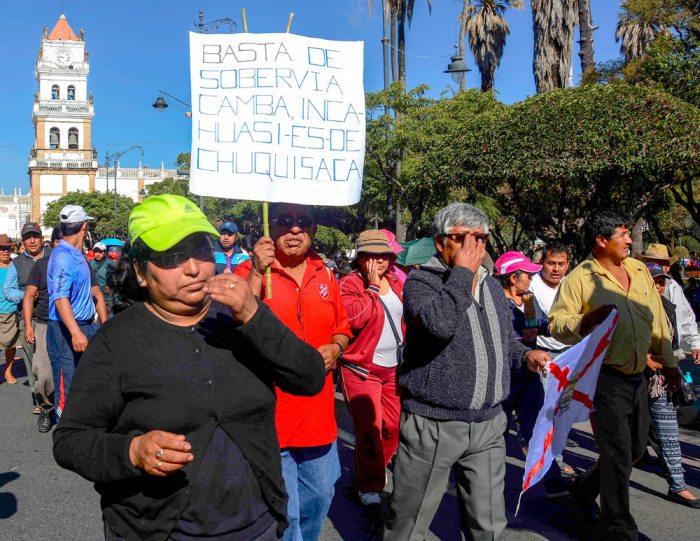 La Asamblea de la Chuquisaqueñidad determinó suspender los bloqueos en Sucre hasta el martes para facilitar la asistencia al cabildo en defensa del campo Incahuasi.
