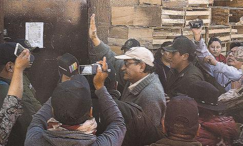 Detenido. Bazán, a punto de entrar a la cárcel de San Pedro, Oruro.