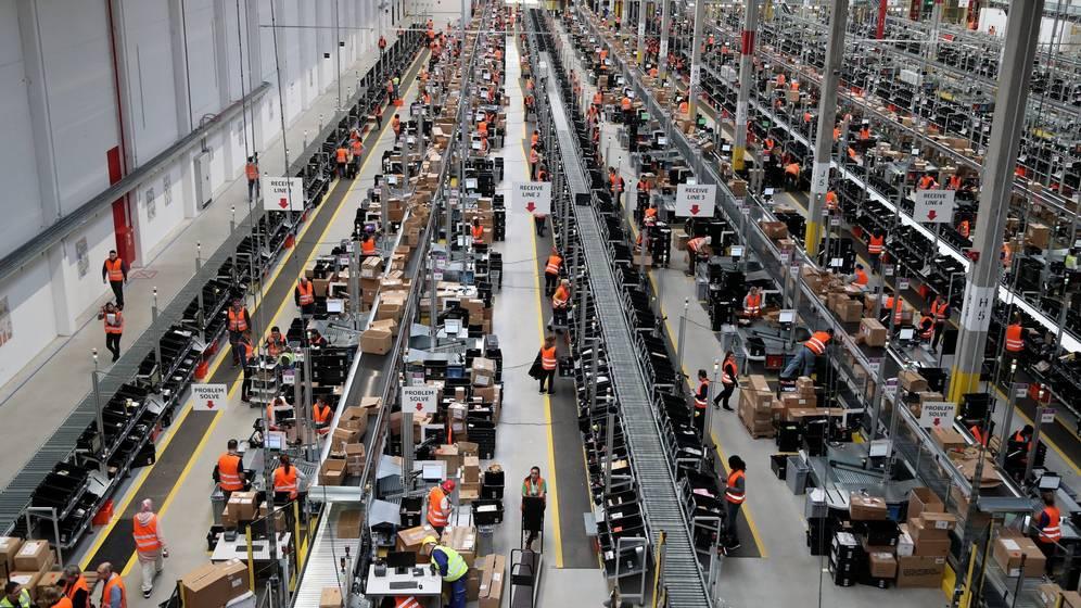 Foto: Un centro logístico de Amazon en la ciudad alemana de Dortmund. (EFE)