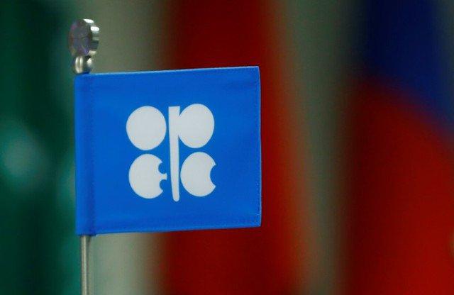 Imagen de archivo una bandera con el logotipo de la Organización de Países Exportadores de Petróleo (OPEP) durante una reunión de países productores de la OPEP y no miembros de la OPEP en Viena, Austria, el 22 de septiembre de 2017. REUTERS / Leonhard Foeger