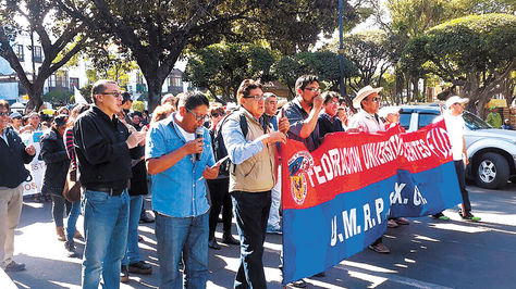 Organizaciones chuquisaqueñas marchan en Sucre en rechazo al nuevo estudio sobre Incahuasi.