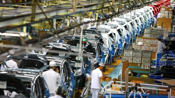 Las automotrices mexicanas bajaron su producción e importan menos autopartes desde el inicio del gobierno de Trump