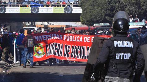 Policías y estudiantes de la UPEA se enfrentaron este jueves. Un joven de 20 años falleció.