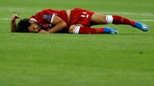 Salah sufrió una lesión ligamentaria en el hombro (Rruters)
