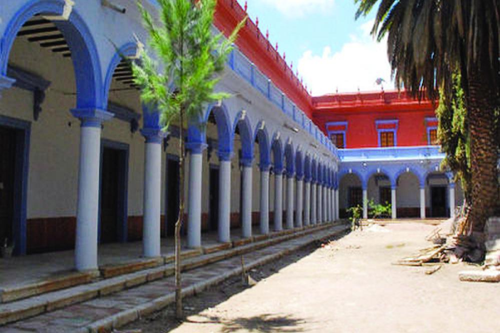 Otras residencias presidenciales: palacete en Sucre, hangares VIP y suite en el Palacio