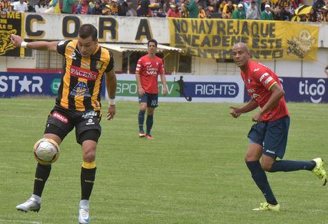 Incidencia de un cotejo anterior entre The Strongest y Wilstermann disputado en La Paz. Foto: Archivo