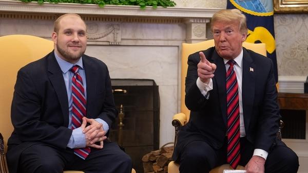Joshua Holt fue recibido por el presidente Donald Trump en la Casa Blanca (AFP)