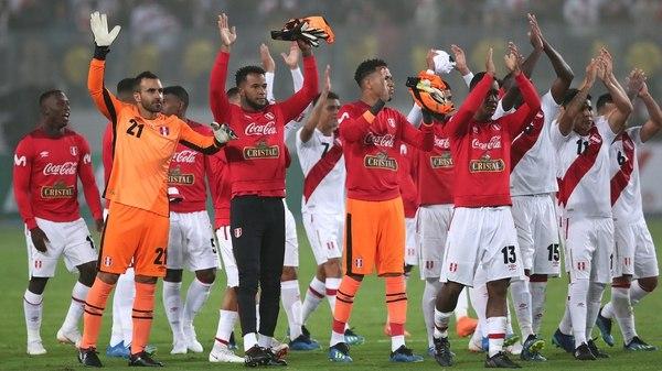 Perú se despidió de su gente con un sólido triunfo ante Escocia (Reuters)