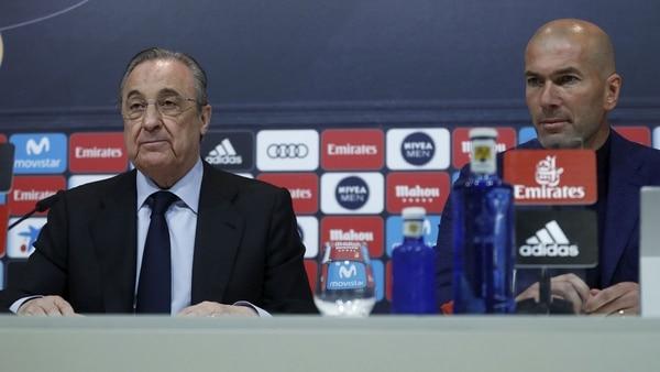 Zidane brindó la conferencia de prensa en compañía del presidente Florentino Pérez (Foto: Reuters)