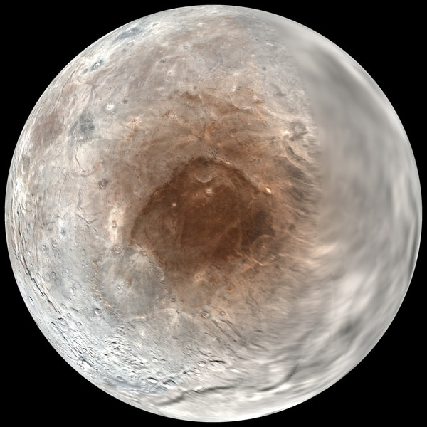 La formación de dunas se produce también en el planeta enano, que tiene muy poca atmósfera con una temperatura media en superficie que ronda los 230 grados bajo cero