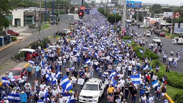 """""""La marcha de las flores"""" terminó con un tiroteo contra manifestantes"""