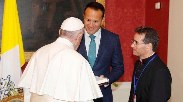 El saludo del Papa con Leo Varadkar (Reuters)