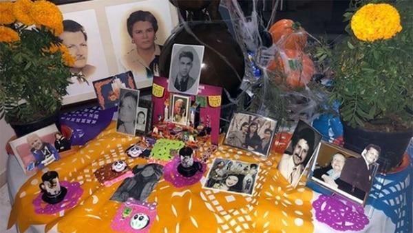 "Homenaje a la madre de ""El Sol"" en el altar de Aracely Arámbula (Instagram:aracelyarambula)"
