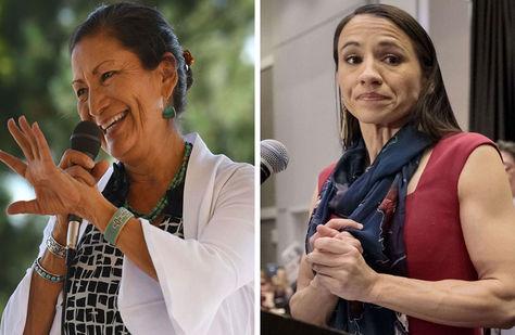 Deb Haaland (izq.) y Sharice Davids, las primeras mujeres indígenas estadounidenses elegidas al Congreso en Washington. Foto: AFP